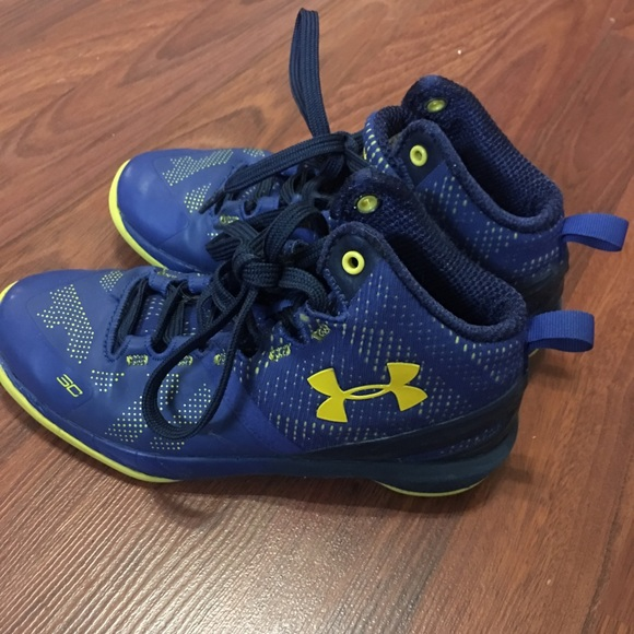 Youth size 1 Under Armour Steph Curry shoes. M 5a6508198df470733281c23d 620246bf41b3